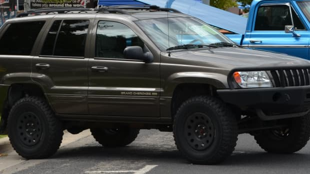 install-2-spacers-on-a-jeep-grand-cherokee-wj-1999-2004-model