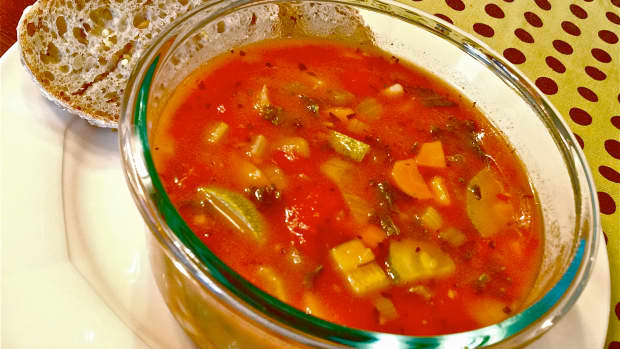 meatless-monday-hearty-vegetarian-minestrone-soup