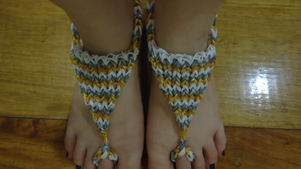 how-to-make-a-triangle-barefoot-sandal-using-the-rainbow-loom