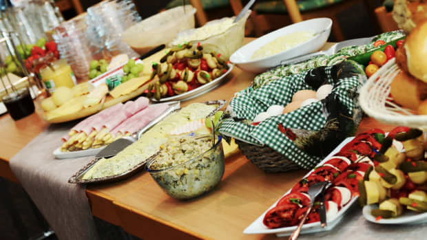 how-to-organize-a-potluck-at-work-office