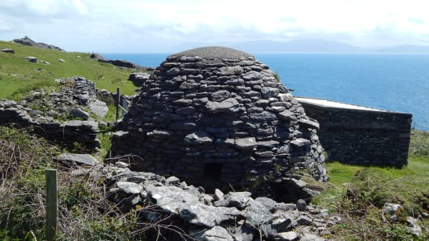 the-beehive-huts-of-south-west-kerry