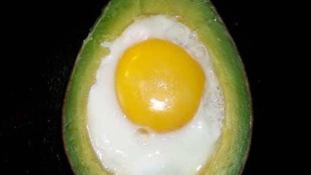 how-to-cook-eggvocado-eggs-baked-inside-avocados
