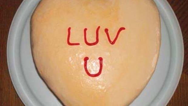 how-to-make-a-conversation-heart-ice-cream-cake