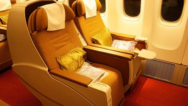 how-to-fly-comfortably-in-economy-class-on-long-distance-international-flight