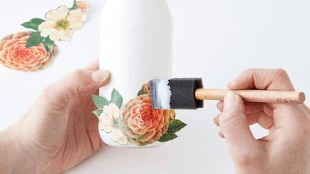 how-to-make-beautiful-floral-welcome-signs-through-the-art-of-decoupage-and-design-transfer