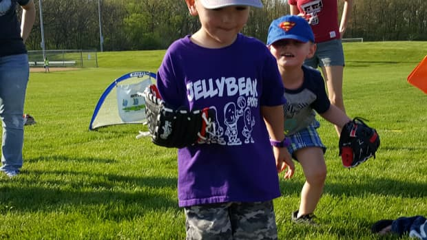 how-to-teach-young-children-how-to-field-a-baseball