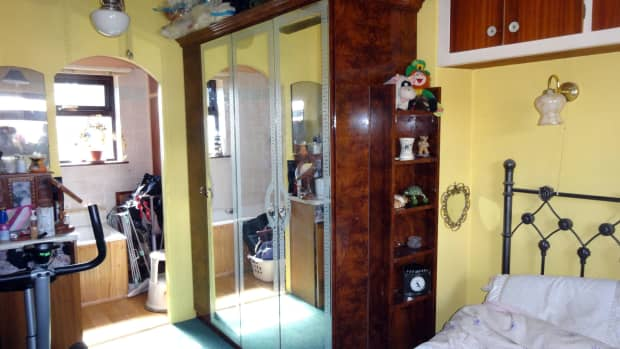 downsizing-a-mirrored-wardrobe-to-fit-a-smaller-space