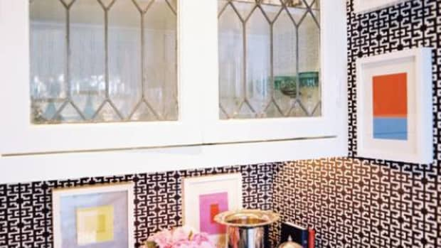 easy-ideas-for-decorating-glass-cabinets-in-the-kitchen