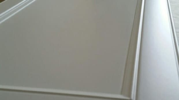 spraying-cabinet-doors-vertically-vs-laying-flat-which-ones-better