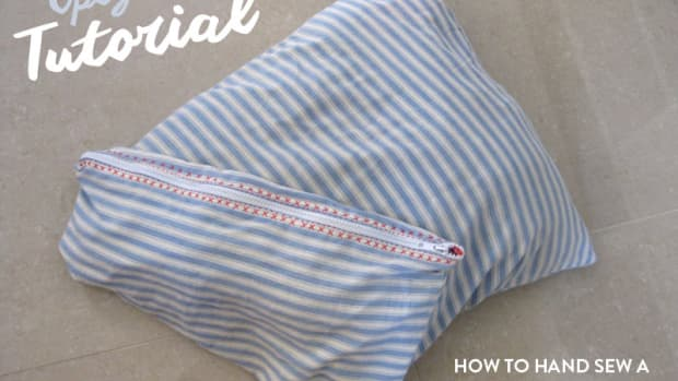 easy-upcycled-craft-project-how-to-make-a-hand-sewn-zippered-bra-bag-out-of-an-old-pillowcase