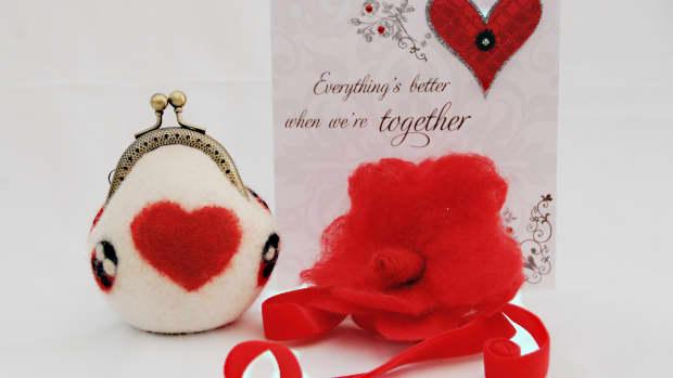 creative-valentines-gifts-for-herwet-feltedneedle-felted