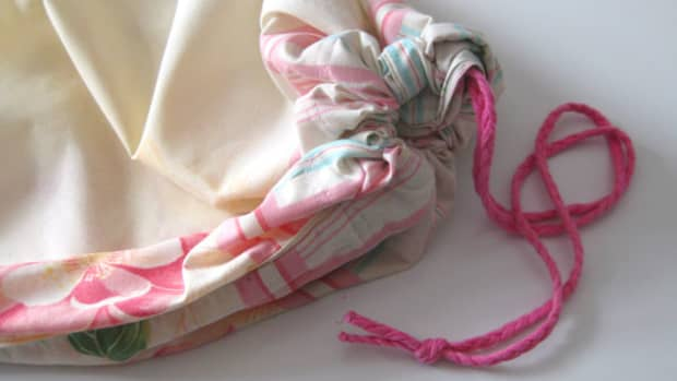how-to-make-a-bra-bag-out-of-an-old-pillowcase-diy-laundry-linen-bag