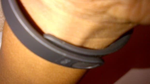 how-to-wear-the-fitbit-flex-wristband-instructions-and-review