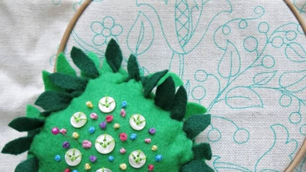 diy-craft-tutorial-how-to-make-a-tied-and-knotted-no-sew-pincushion