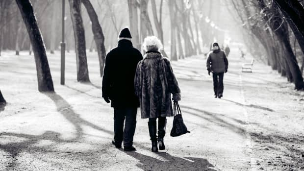 10-signs-hes-still-in-love-with-you-after-all-these-years