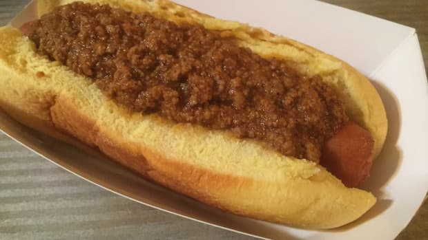 the-all-american-chili-dog