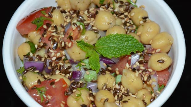 chickpea-salad-with-roasted-flax-seed-and-sesame-seed