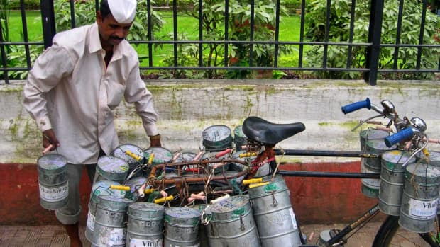 amazing-dabba-wallahs-deliver-mumbai-lunches