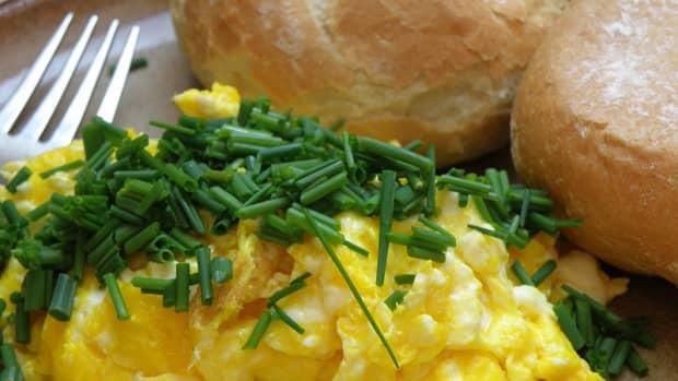 secret-to-light-and-fluffy-scrambled-eggs