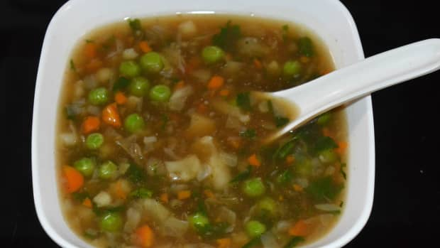 how-to-make-cauliflower-spinach-and-green-peas-clear-soup