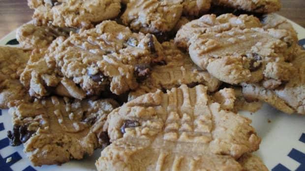 moms-cooking-peanut-butter-cookies