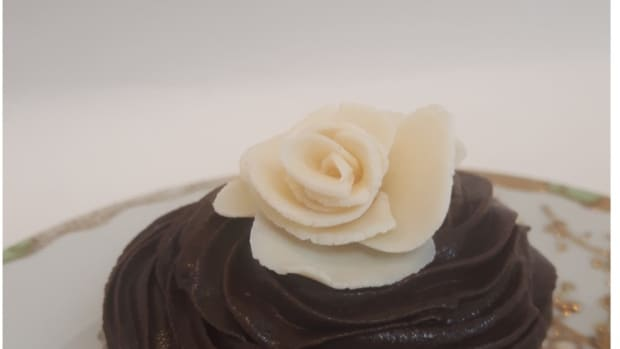 decadent-easy-plastic-bag-chocolate-cupcakes-for-two