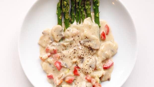 grilled-asparagus-with-coconut-milk-mushroom-sauce