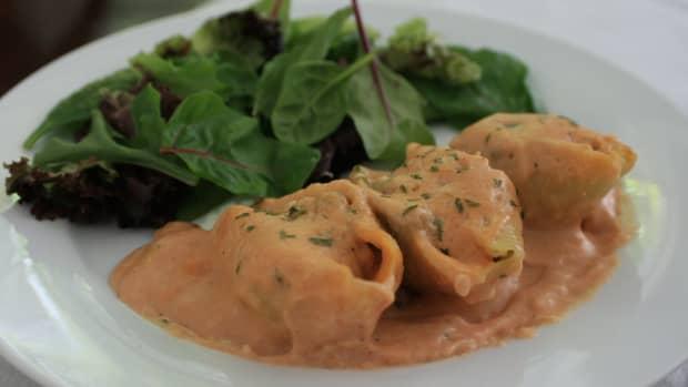 chicken-stuffed-shells-with-tomato-cream-sauce