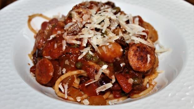 invigorating-spaghetti-alla-puttanesca-with-sausage