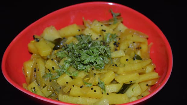 making-easy-and-quick-potato-onion-curry