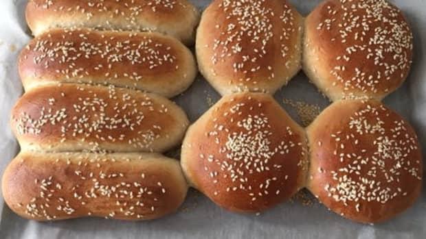 whole-wheat-hamburger-and-hotdog-buns