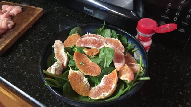 spinach-and-bacon-salad-with-honey-sesame-dressing