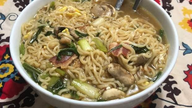 how-to-eat-well-while-broke-my-moms-ramen-recipe