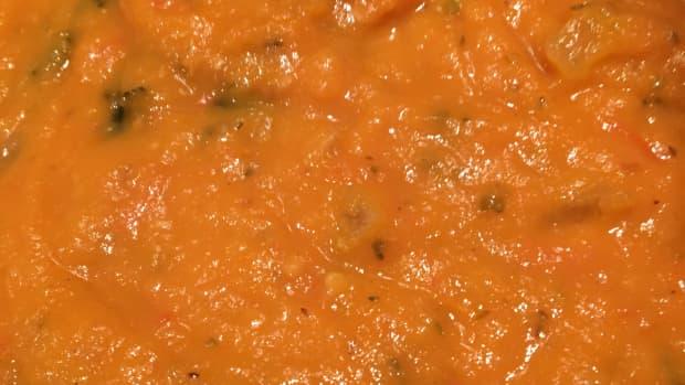 creamy-and-delicious-vegan-tomato-soup