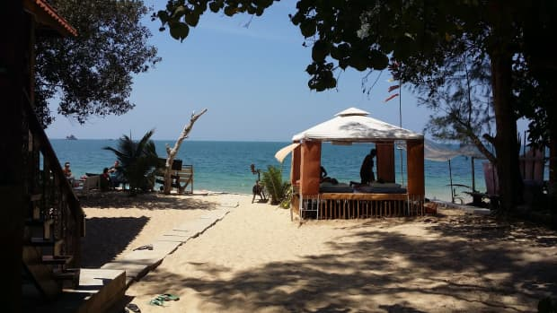 thai-massage-with-hot-herbal-compress-to-banish-winter-blues