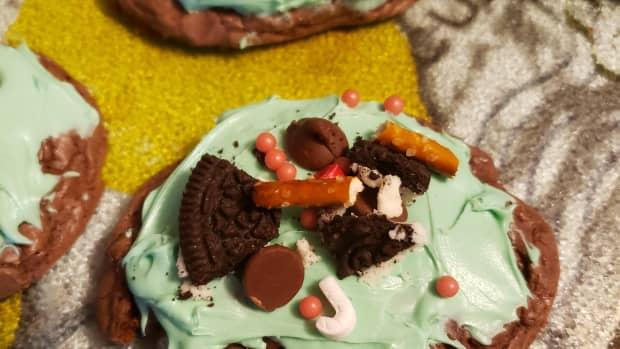 diy-grinch-brownie-cookies