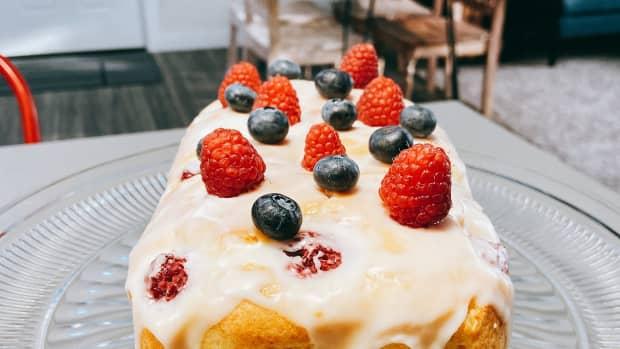 lemon-raspberry-bread-with-lemon-glaze