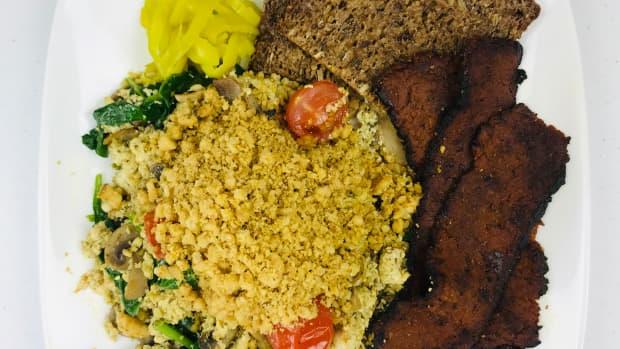 vegan-breakfast-scramble-with-pesto-and-walnut-parmesan
