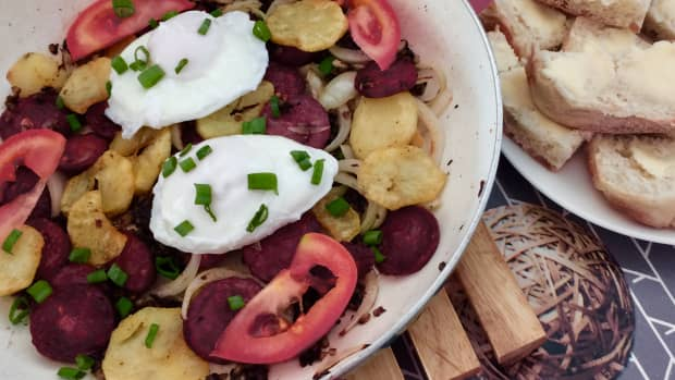 breakfast-brunch-with-chourio-and-poached-eggs