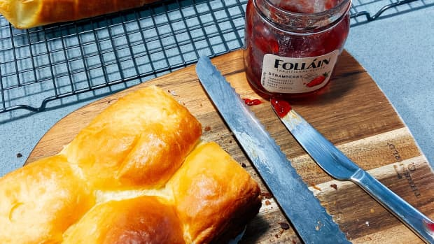 homemade-brioche-loaf-and-bun