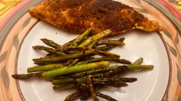 cajun-crusted-chicken-asparagus