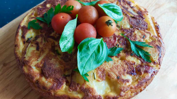 how-to-make-a-cheese-and-onion-frittata-for-lunch