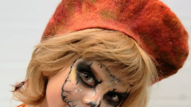 how-to-use-a-resist-to-make-a-wet-felted-beret