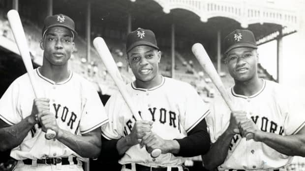 deep-to-right-mlbs-first-all-black-outfield