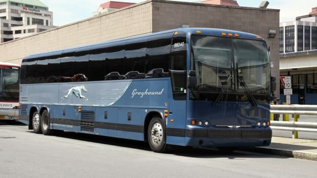 how-to-stay-safe-on-the-greyhound-bus