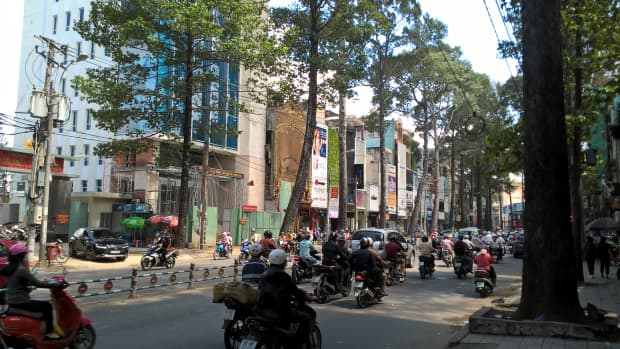 the-near-death-experience-how-to-cross-the-road-in-vietnam