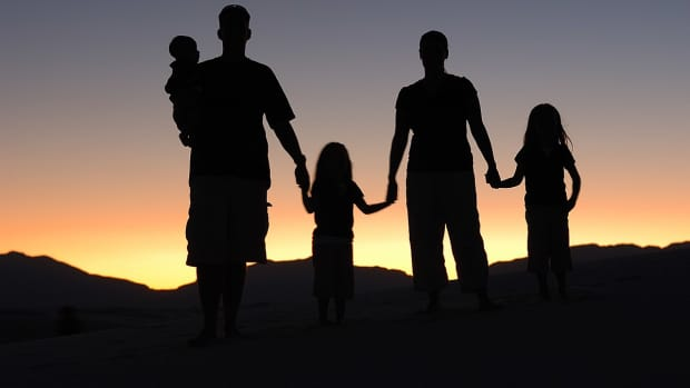 how-parents-with-ptsd-can-talk-to-their-children-about-their-symptoms