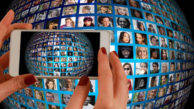 how-the-internet-is-changing-the-way-humans-communicate-in-the-21st-century