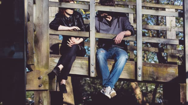 my-boyfriend-still-talks-to-his-ex-5-important-things-to-do-when-your-man-contacts-his-ex