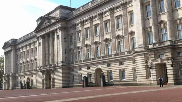 royal-gifts-exhibition-at-buckingham-palace